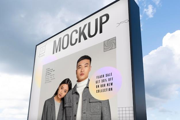 Anúncio de rua com gente da moda