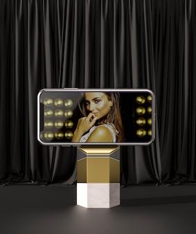 Anúncio de smartphone e mulher de maquete 3d