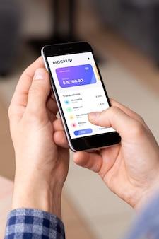 Aplicativo de pagamento em maquete de exibição de smartphones