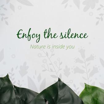 Aprecie a mensagem do silêncio com folhagem