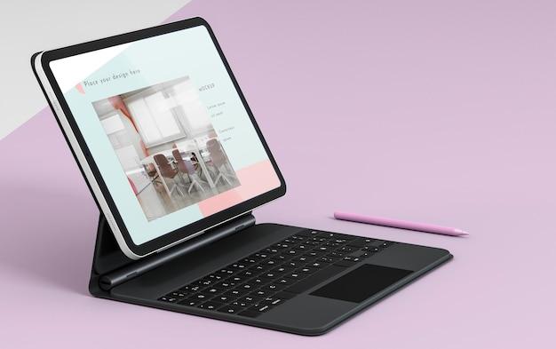 Apresentação da vista lateral do tablet e teclado anexado