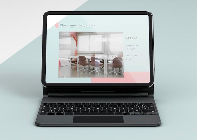 Apresentação de tablet e teclado em anexo