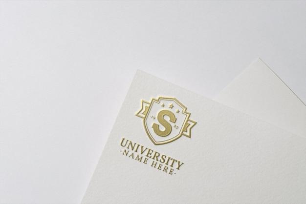 Apresentação do logotipo em textura de papel
