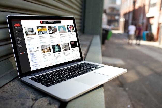 Apresentação laptop realista