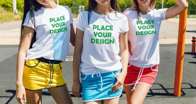 Aproveite o conceito de inclusão de amigos com a t-shirt maquete 3