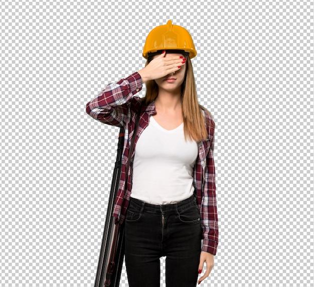 Arquiteto mulher cobrindo os olhos pelas mãos. não quero ver algo