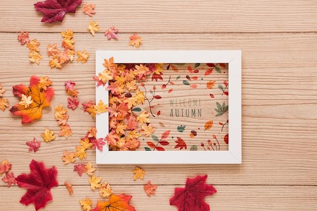Arranjo bonito de folhas secas de todos os tamanhos