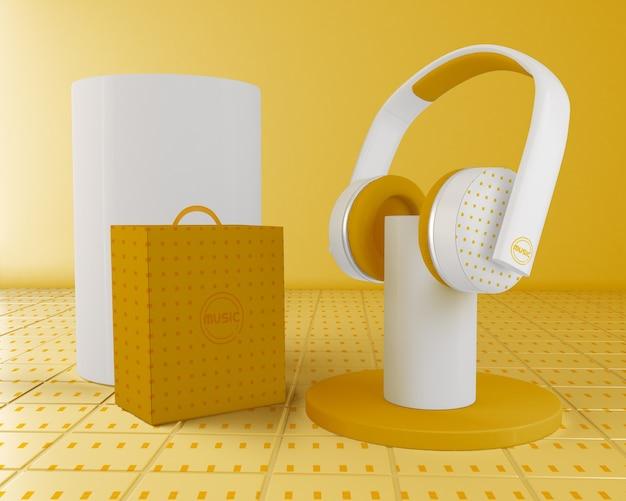 Arranjo com fone de ouvido amarelo e branco