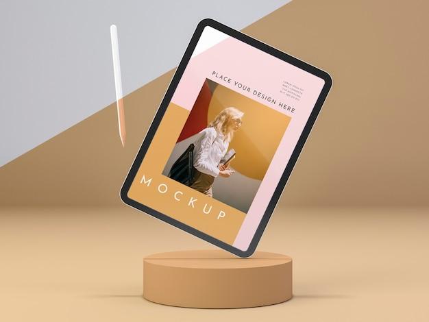 Arranjo com tablet moderno com maquete de tela