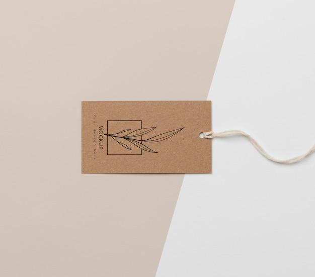 Arranjo da etiqueta de papelão mock-up