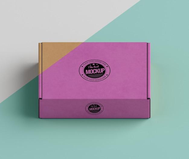Arranjo de caixa de marca rosa
