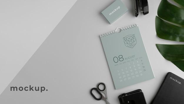 Arranjo de calendário de mock-up criativo