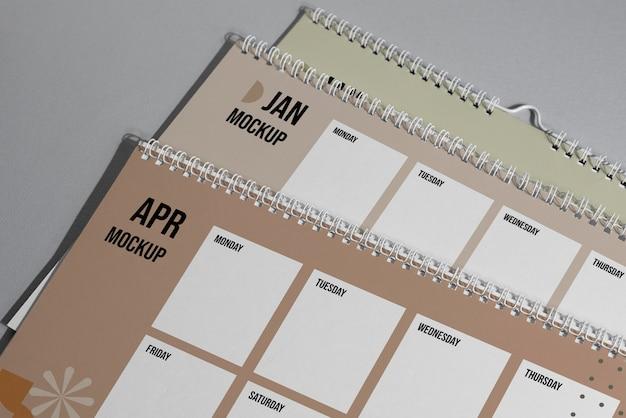 Arranjo de calendário de mock-up dentro de casa