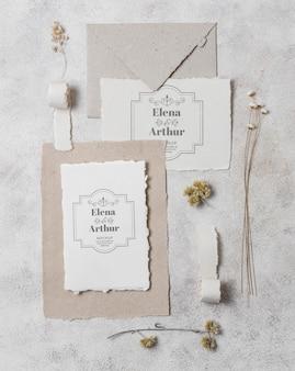 Arranjo de cartões de maquete de casamento