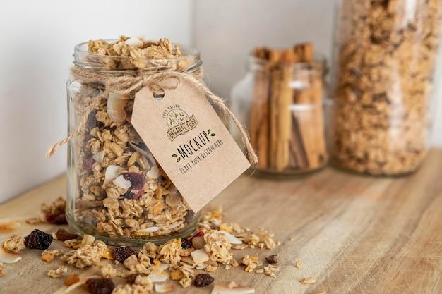 Arranjo de cereais matinais com modelo de etiqueta