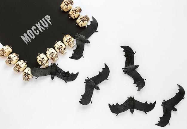 Arranjo de crânios e morcegos