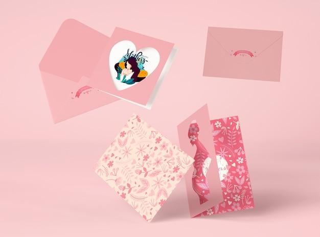 Arranjo de dia das mães com vista frontal criador de cena de cartões