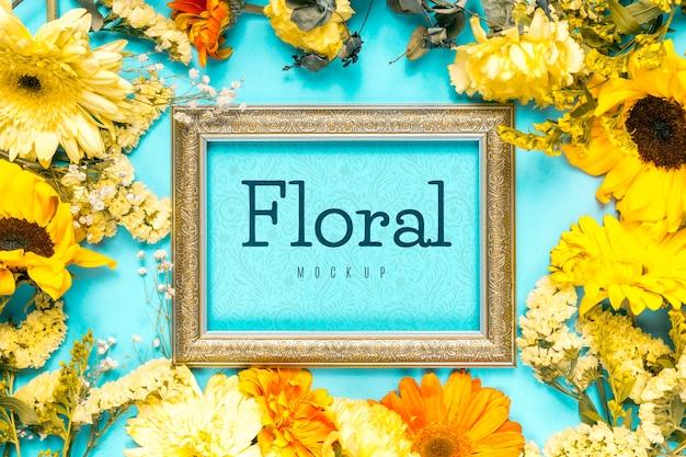 Arranjo de flores com moldura vintage