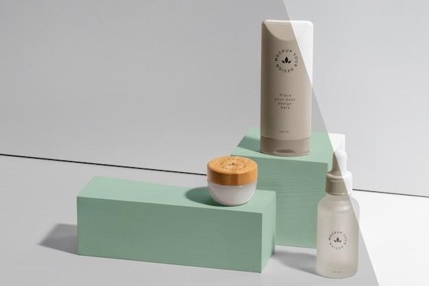 Arranjo de maquete de cosméticos para marcas de beleza