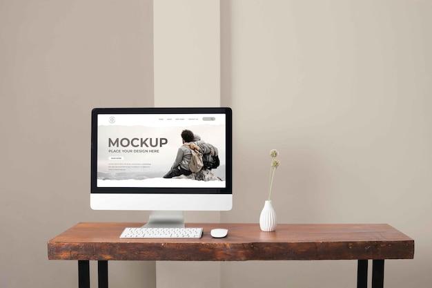 Arranjo de maquete de desktop de pc moderno