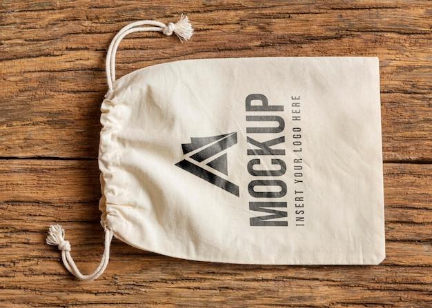 Arranjo de mock-up de acessório de merchandising antigo