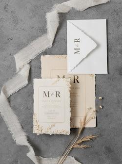 Arranjo de modelos de cartões de casamento elegantes