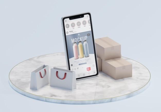 Arranjo de negócios criativos com maquete de smartphone