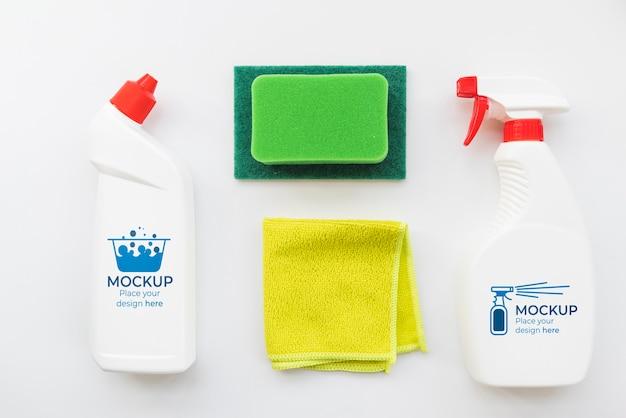 Arranjo de produtos de limpeza acima da vista