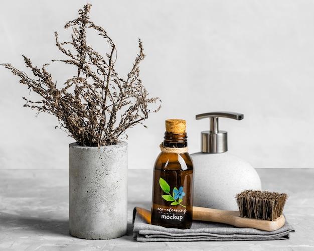 Arranjo de produtos de limpeza ecológicos