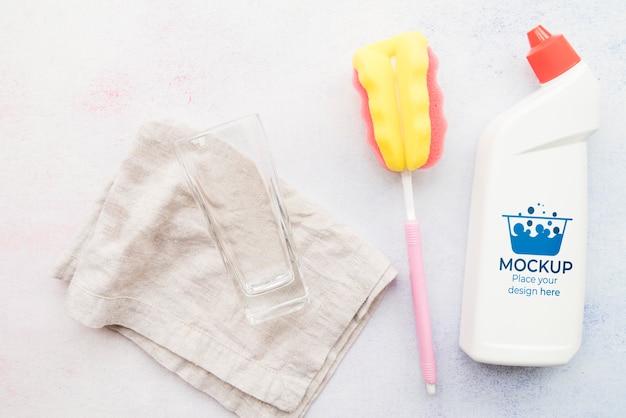 Arranjo de produtos de limpeza plano