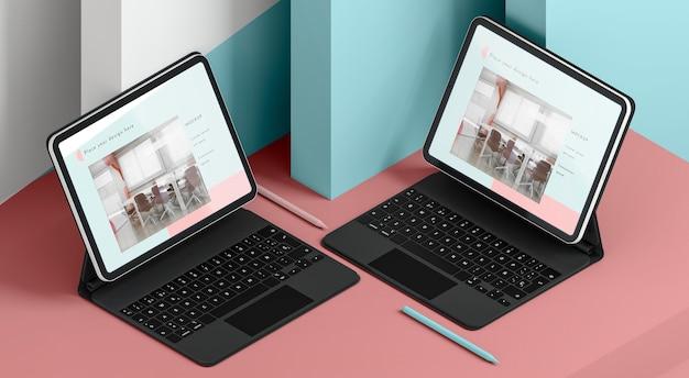 Arranjo de tablets modernos com teclado