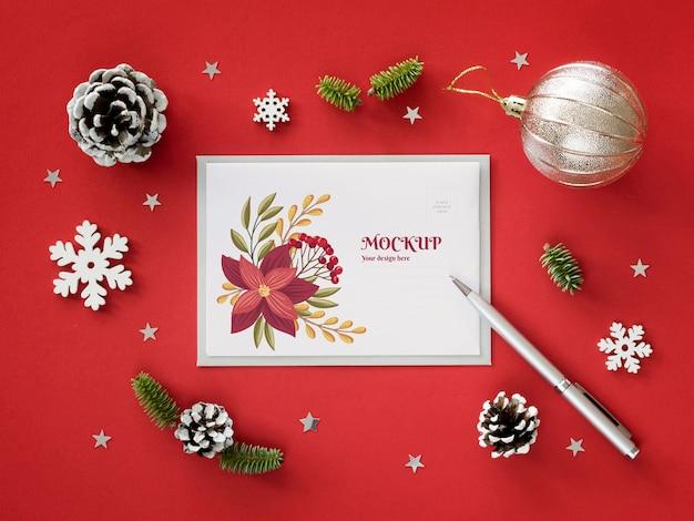 Arranjo de véspera de natal com maquete de cartão