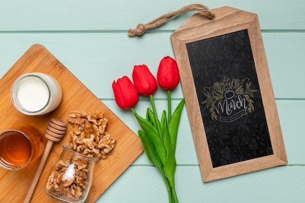 Arranjo de vista superior com tulipas e nozes