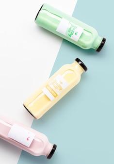 Arranjo plano de deliciosos smoothies antioxidantes