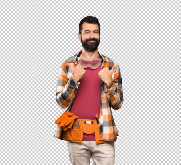 Artesãos homem com polegares para cima gesto e sorrindo