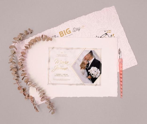 Artigos de papelaria bonitos do convite do casamento