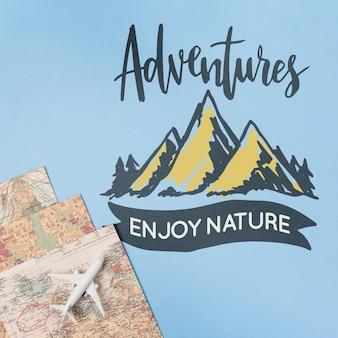 As aventuras apreciam a natureza, rotulando sobre viagens em feriados