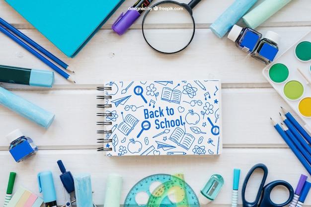 Back to school maquete com bloco de notas horizontal