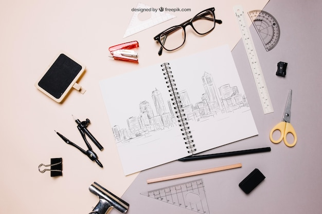 Back to school maquete com caderno espiral e óculos
