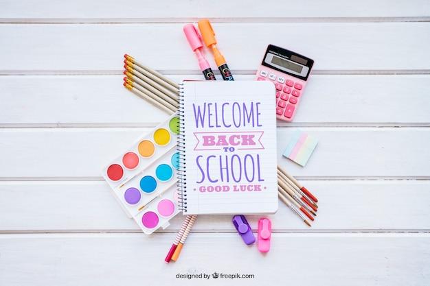 Back to school maquete com elementos escolares