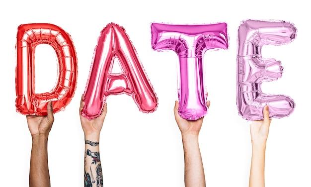 Balões de alfabeto rosa formando a data da palavra