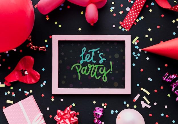 Balões de aniversário colorido com confete