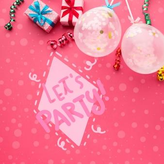 Balões de aniversário com confetes coloridos