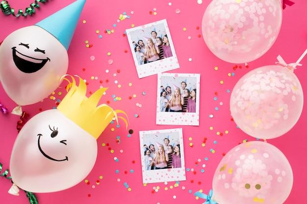 Balões de aniversário com fotos em branco