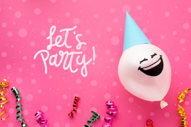 Balões de aniversário com letras brancas