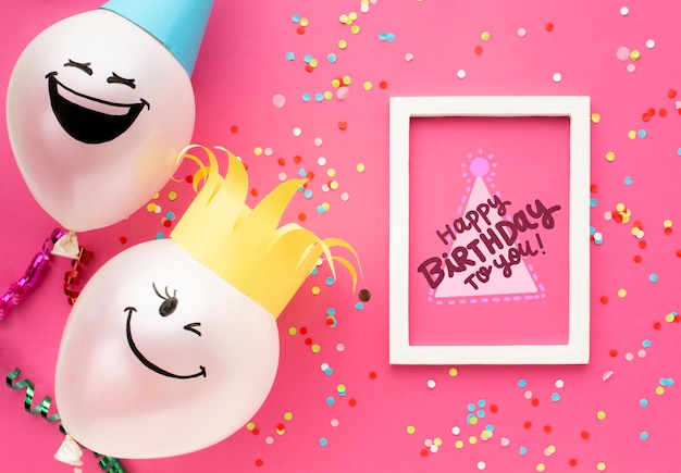Balões de aniversário com letras brancas Psd grátis