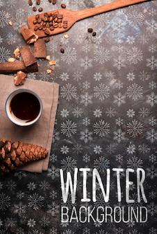 Bandeja de madeira com café no inverno