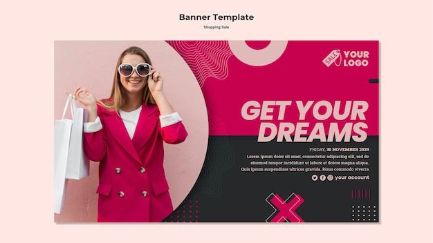 Banner de vendas com foto de mulher no shopping