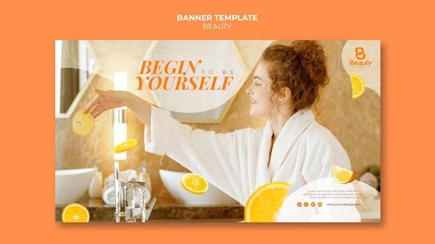 Banner horizontal para cuidados com a pele de spa em casa com fatias de laranja e mulher