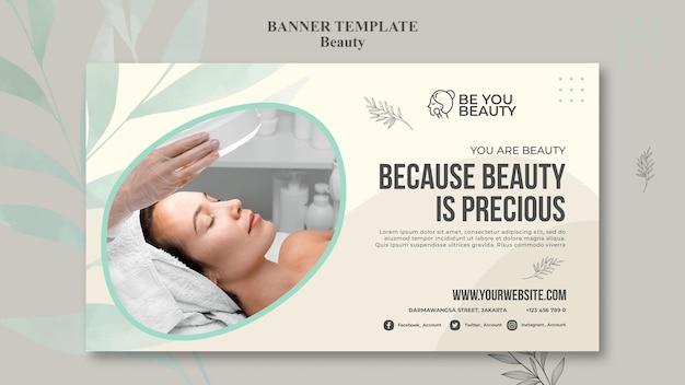 Banner horizontal para cuidados com a pele e beleza com mulher